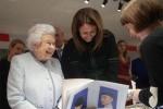 假如英国女王退休,请来时尚圈当顾问