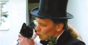 德国男子娶家中15岁母猫为妻(图)