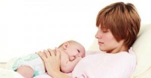 宝宝必须抱着睡 放下就醒怎么回事?