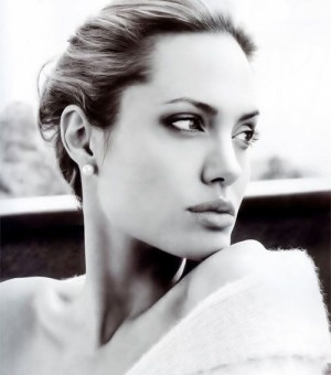 安吉丽娜黑白写真