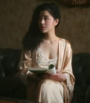 王碧儿最新时尚写真 精致面容宛若油画般精美