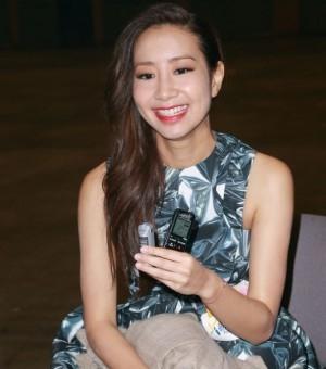 新城电台22周年 余文乐前女友吴雨霏唱失恋情歌