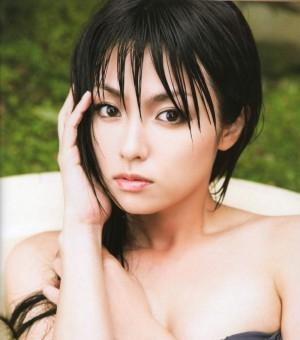 深田恭子艳丽沙滩迷情写真