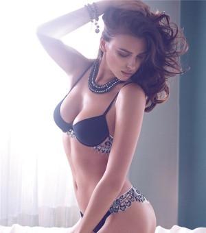 内衣尤物伊莉娜·莎伊克性感写真图片 美乳翘臀