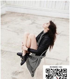 女星夏洛特·甘斯布优雅登杂志封面