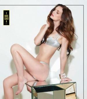 名媛大尺度出镜 性感登家族杂志封面