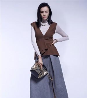 李艾时尚写真魅力来袭 寓意新年新气象