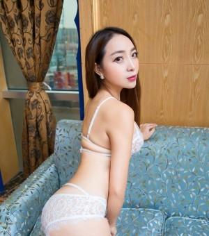 SM女王黄歆苑黑丝短裙人间尤物一枚