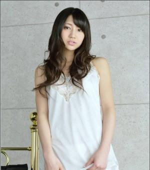 丰满美体美女木村葵的睡衣写照